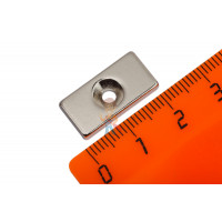 Магнитное крепление с отверстием В25 - Неодимовый магнит прямоугольник 20х10х3 мм с зенковкой 3/6 мм